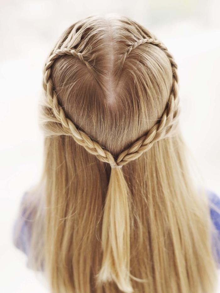idée pour une coiffure romantique de la fête Saint Valentin avec tresses en forme de coeur