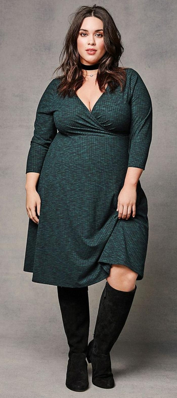 robe longue femme ronde, longueur mi-genoux, décolleté en V, manches longues, en laine fine, couleur vert pétrole