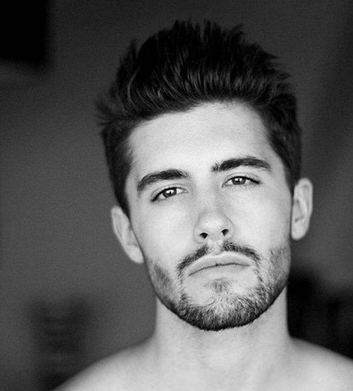 barbe bouc courte de 3 jours avec coiffure homme tendance