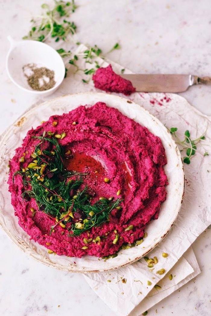 recette originale de trempette santé façon hummus à la betterave rouge et aux pois chiches pour bien commencer le repas de saint valentin