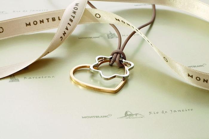collier en cuir avec pendentif en coeur doré et une fleur argentée, idée cadeau original femme pour saint valentin