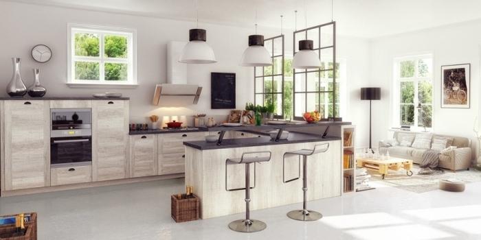 cloison atelier, modèle de cuisine aménagé en L avec lampes suspendues et verrière vers le salon blanc