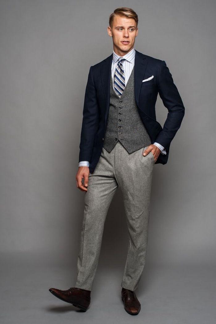 veste de costume homme bleue marine sur costume gris