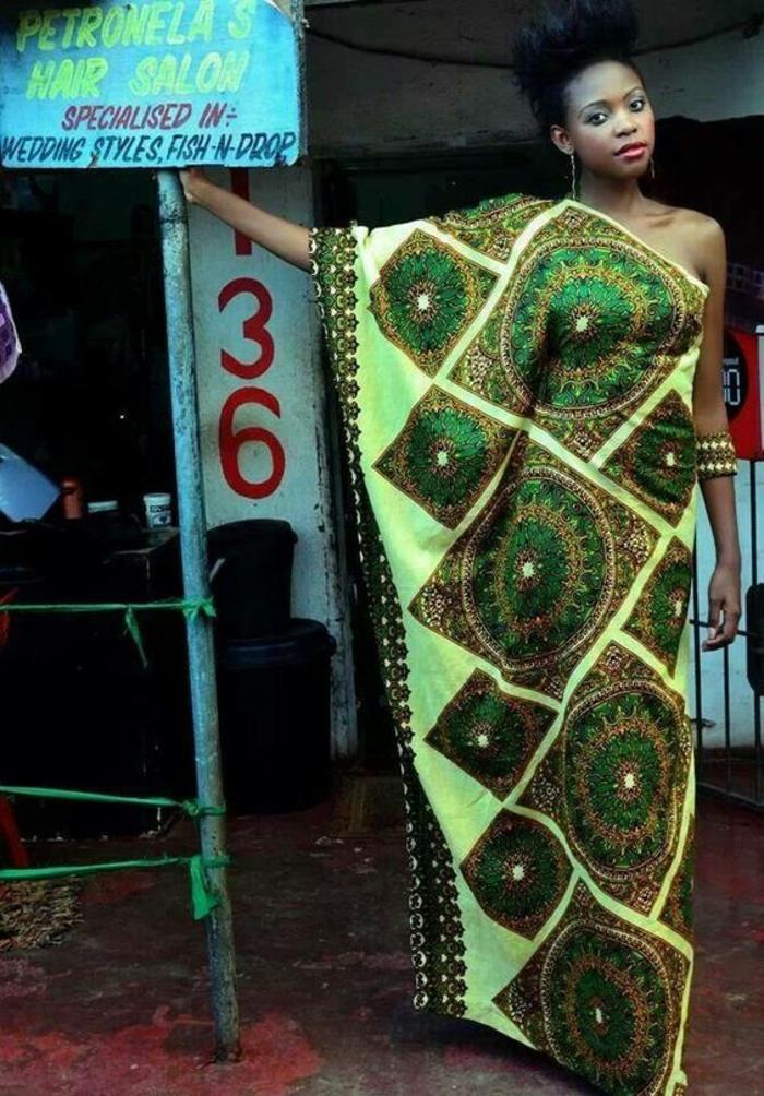 longue tunique africaine avec une seule manche, en vert réséda et vert émeraude, pagne wax, modele pagne, vetement africain typique des villages