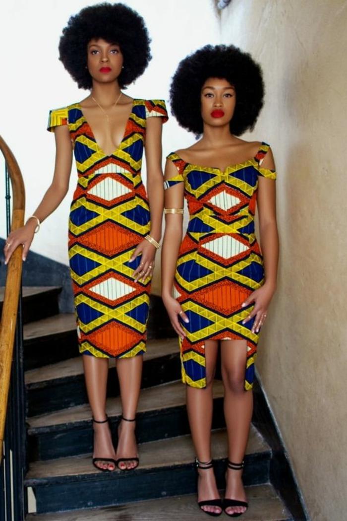 deux looks avec des robes, longue et mini, vetement africain, sandales noirs lacets fins, coiffures afro en boule, motifs géométriques sur les robes