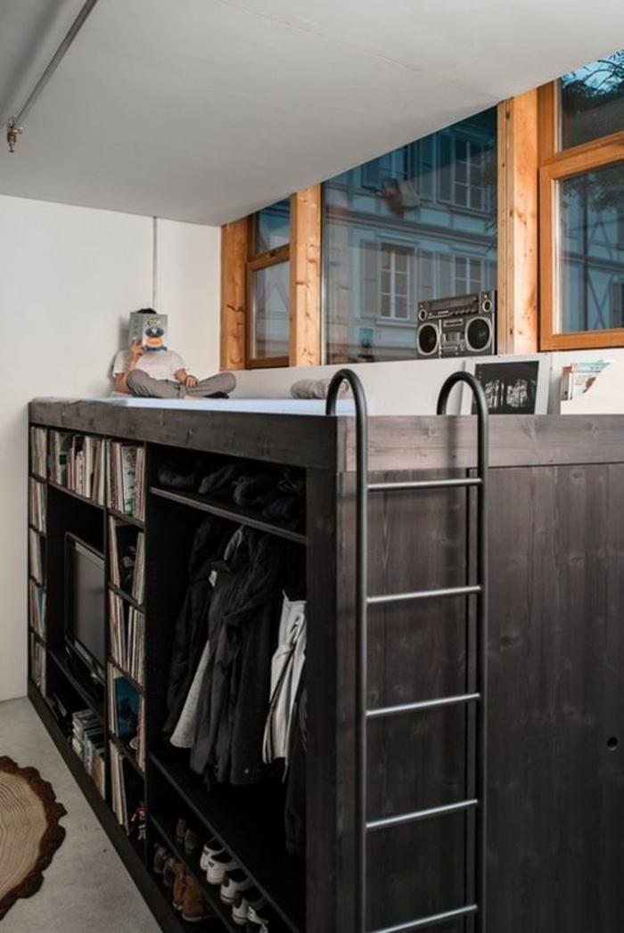 chambre 9m2, déco chambre étudiant, boîte noire qui comprend le vestiaire, le wc, et lit, tapis rond en marron