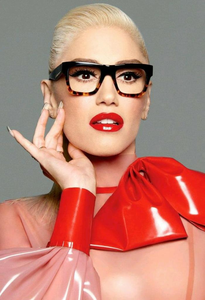 lunettes morphologie visage, lunette rectangulaire, lunette carre en noir et marron, monture voyante, effet sidérant