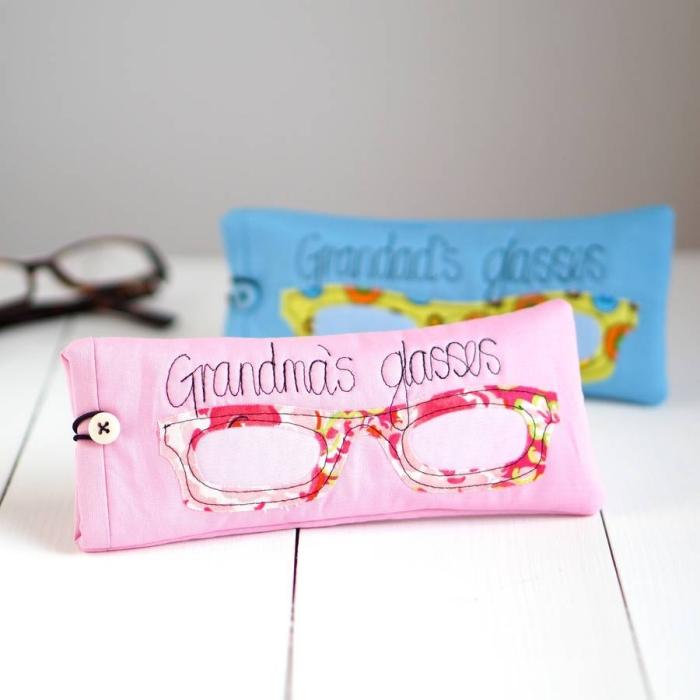 accessoire rose avec gravure texte pour lunettes de vue, modèle de pochette pour lunettes de soleil ou de vue