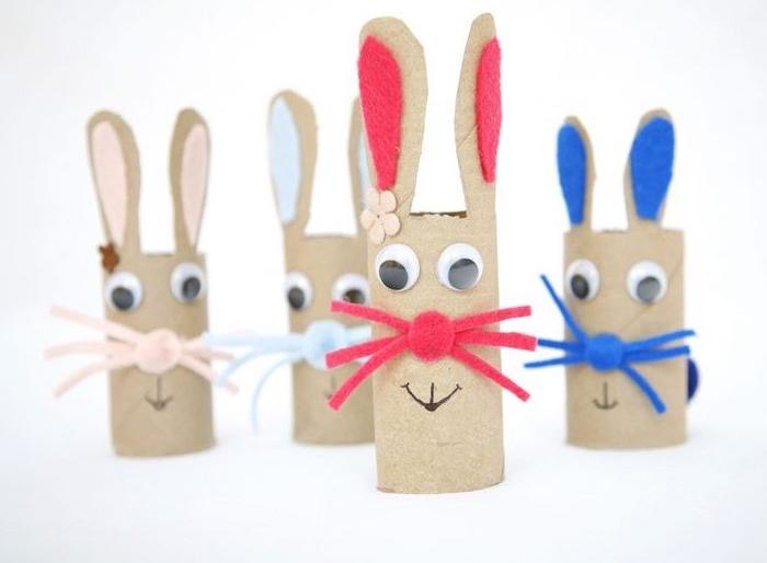 bricolage avec des rouleaux de papier toilette, des oreilles en carton, des yeux mobiles, nez et moustaches en feutrine