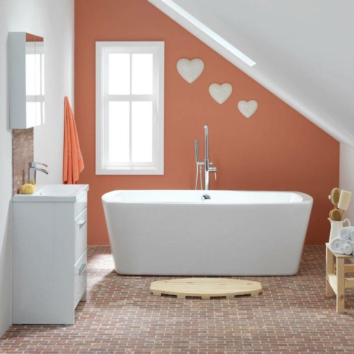 sol mosaique, baignoire blanche, mur orange, meuble vasque blanc, salle de bain mansardee