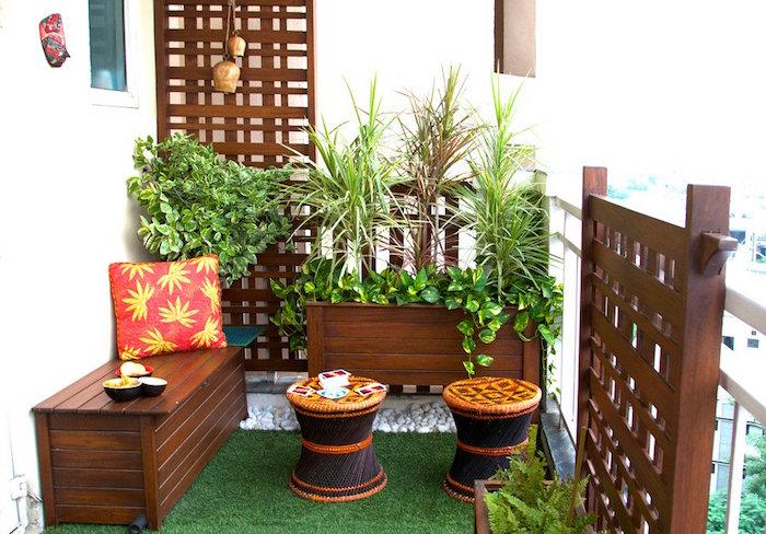 décorer son balcon avec meuble en bois tek ambiance cosy et jardiniere exterieure