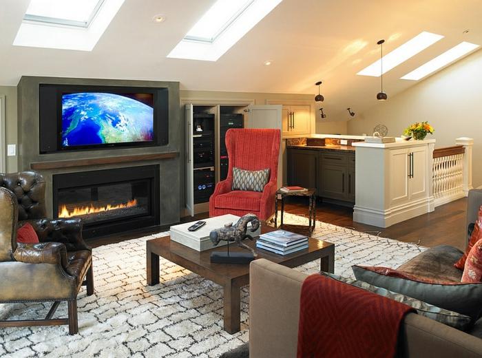 tapis briques blanches, table carrée en bois, canapé en tissu et coussins, cheminée et tv encastrable, amenagement de combles