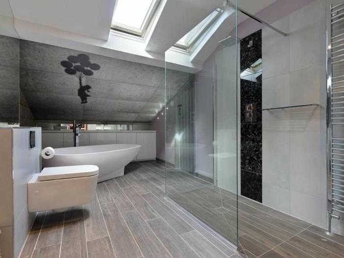 puits de lumière, carrelage imitation bois, wc suspendu, cabine de douche en verre, amenagement salle de bain