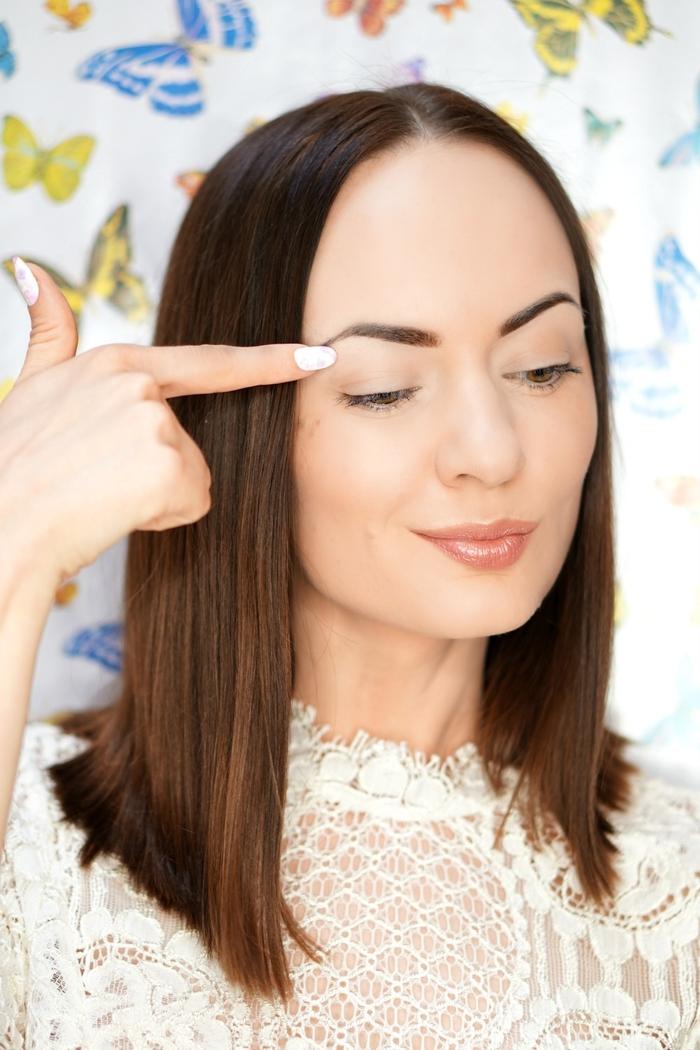 tuto maquillage yeux pour avoir des sourcils bien structurés et harmonieux
