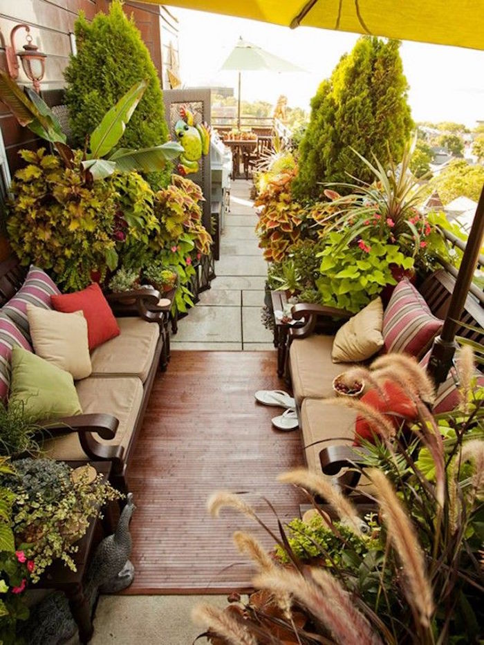 terrasse avec décoration végétale, sol en tek pour balcon, des balcons et terrasses fleuris