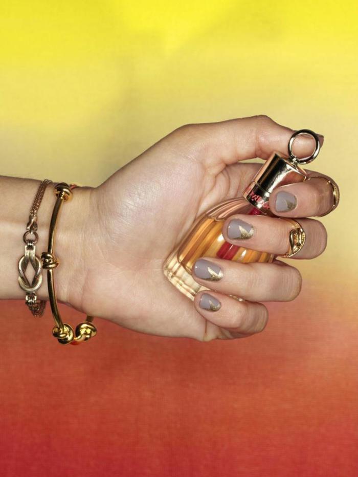 Image de vernis semi permanent mat modèle vernis semi-permanent modele nail art tendance fleur sur ongle