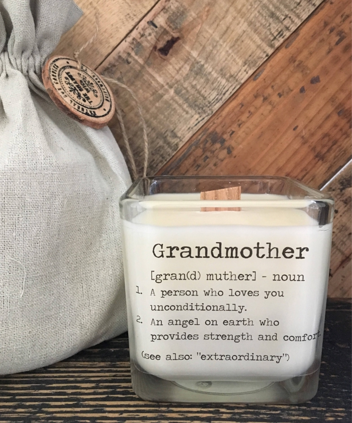modèle de bougie aromatique vanille avec mots doux pour les mamies, idée cadeau original pour surprendre ses proches