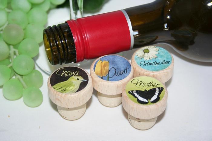 cadeau personnalisé pour la fête des mamies, bouchon de liège à design coloré et aux motifs floraux ou oiseaux