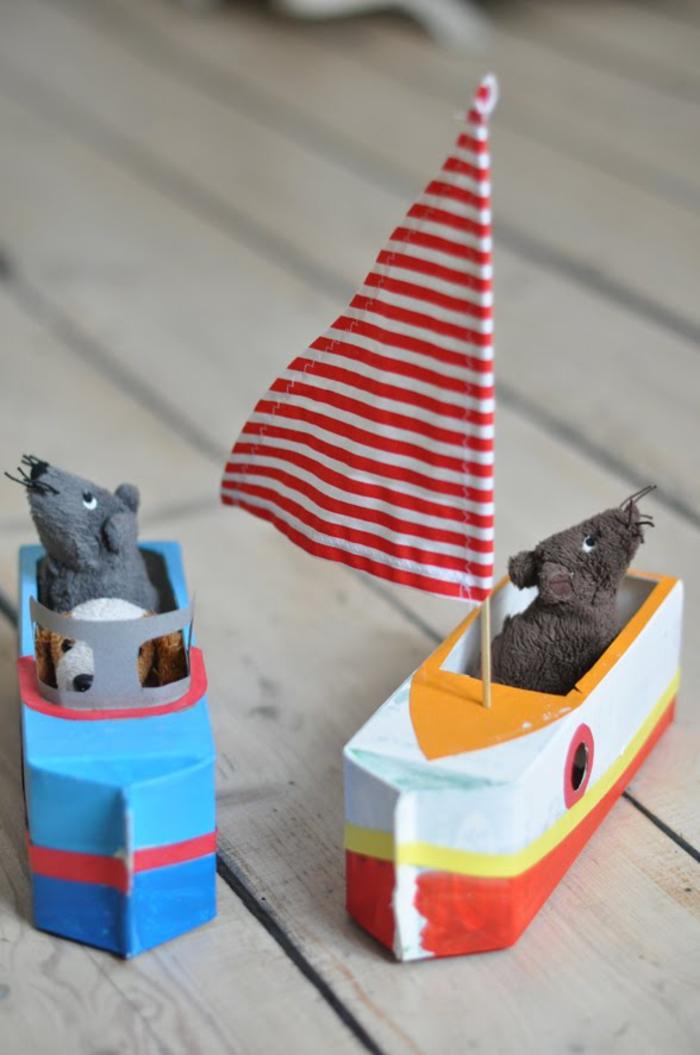 bricolage enfant original avec un bateau en papier fabriqué à partir d'une brique de lait recyclée