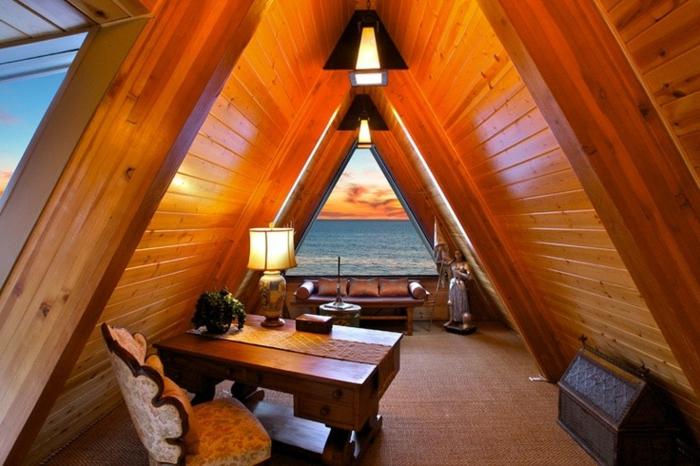 aménagement des combles perdus, intérieur style cabine dans les bois, bureau en bois et déco bois