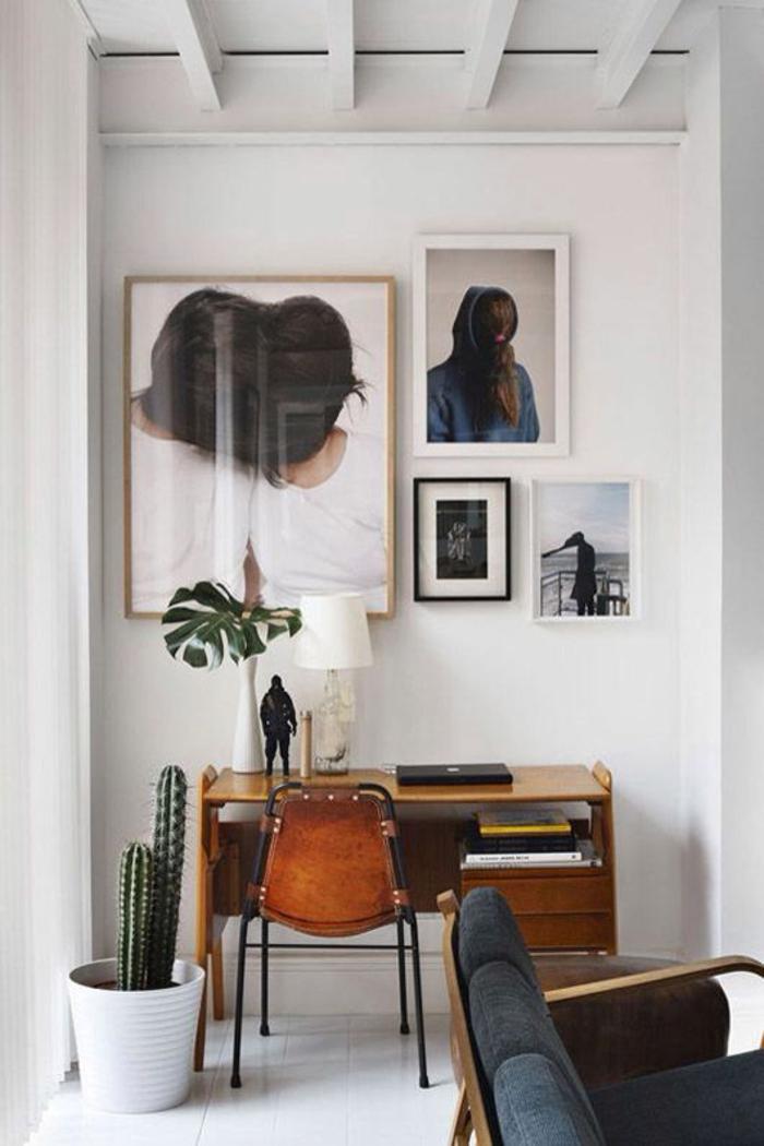 chambre d'étudiant, decoration interieur appartement, poutres blanches, canapé avec des coussins en gris anthracite, chaise en couleur caramel cuir et métal