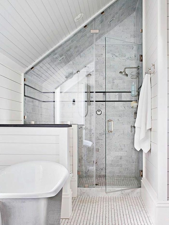 idee salle de bain petite surface, carrelage gris, parement mural bois blanc