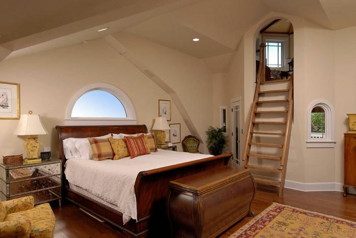 amenagement de combles, lit en bois solide, un petit refuge avec une échelle en bois