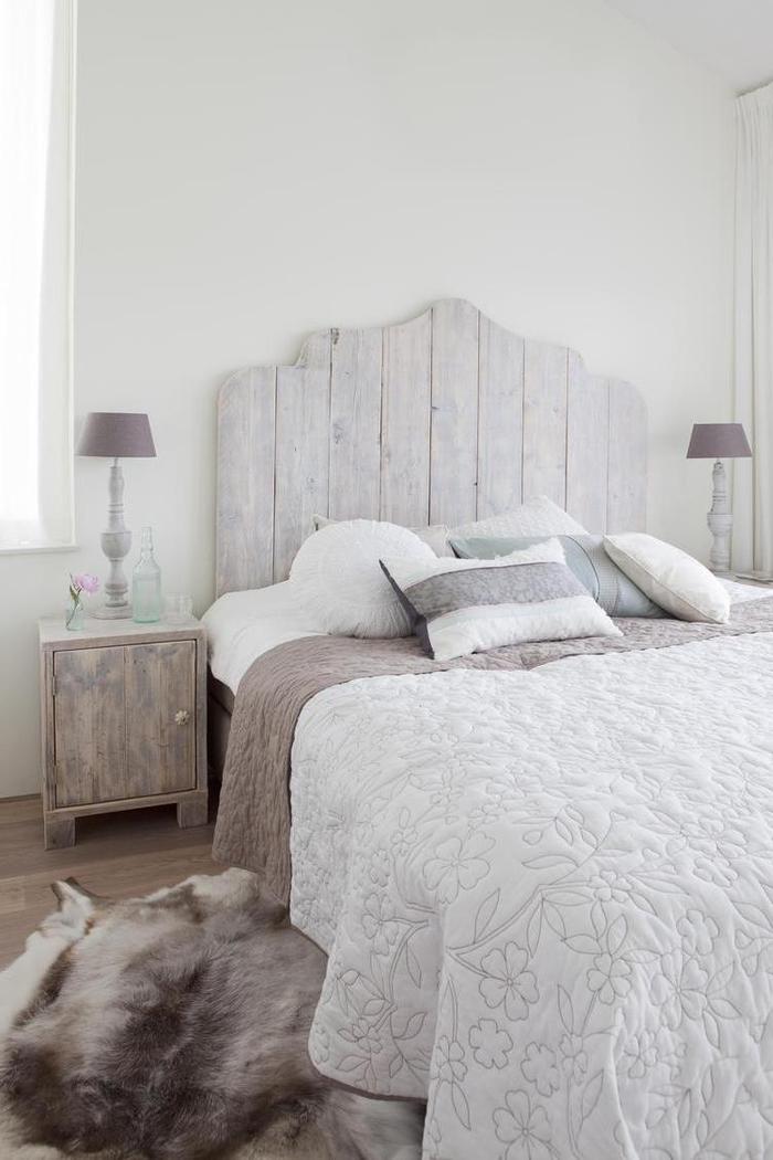 idée pour faire une tete de lit en bois récupéré au design classique