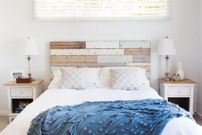 créer un accent déco originale dans la chambre à coucher classique avec une tete de lit bois brut