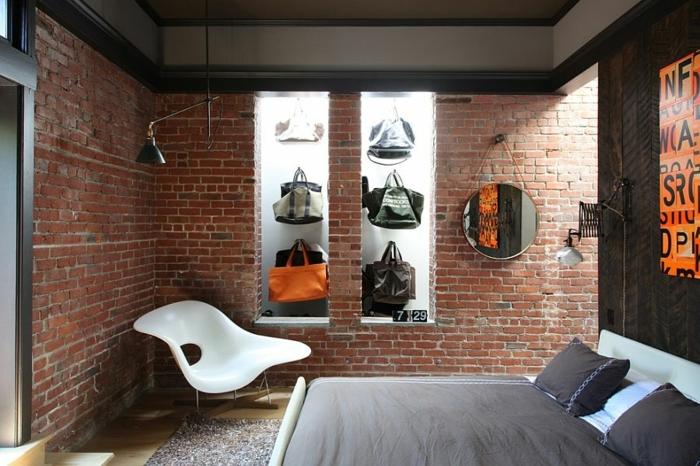 chambre originale, revêtement mural briques apparentes, miroir rond suspendu, chaise plastique