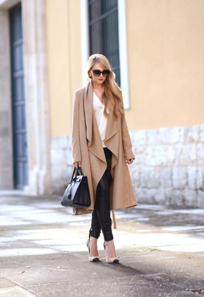 comment être une femme stylée et élégante avec pantalon cuir noir et chemise blanche, cheveux longs blonds légèrement bouclés