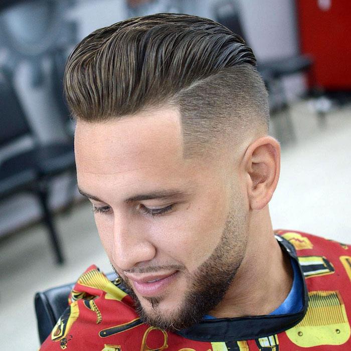 coiffure banane long dessus en arriere type coupe quiff et dégradé avec barbe 3 jours