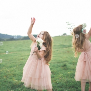 La robe petite fille d'honneur - comment choisir la meilleure?
