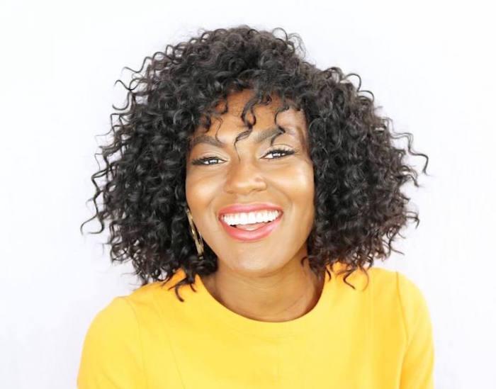 coiffure afro cheveux naturels femme coiffure boucles