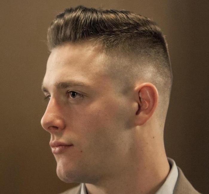 coiffure cheveux court garcon, coiffure pompadour tendance, coupe tendance homme