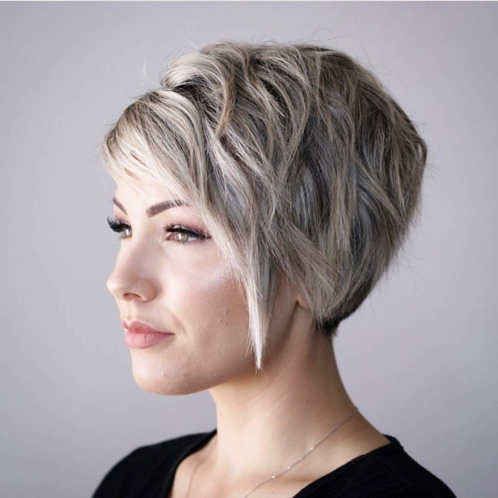 Coupe cheveux tres courts blonde meches