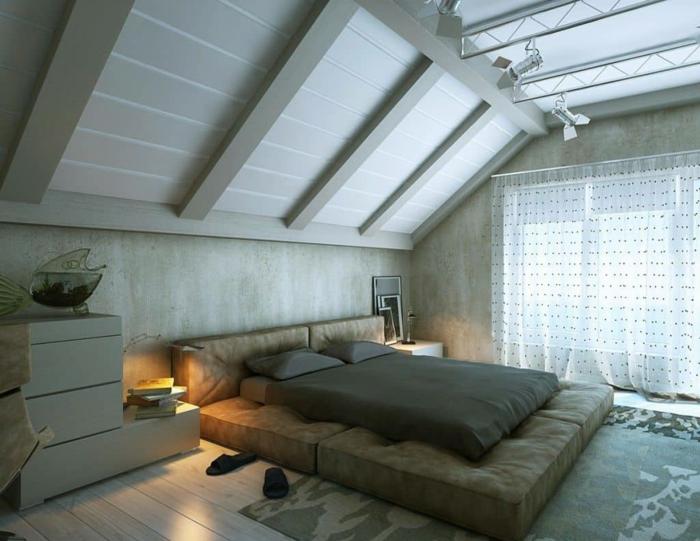 combles perdus, aménagement gris, lit plateforme, fenêtre avec rideaux semi transparent