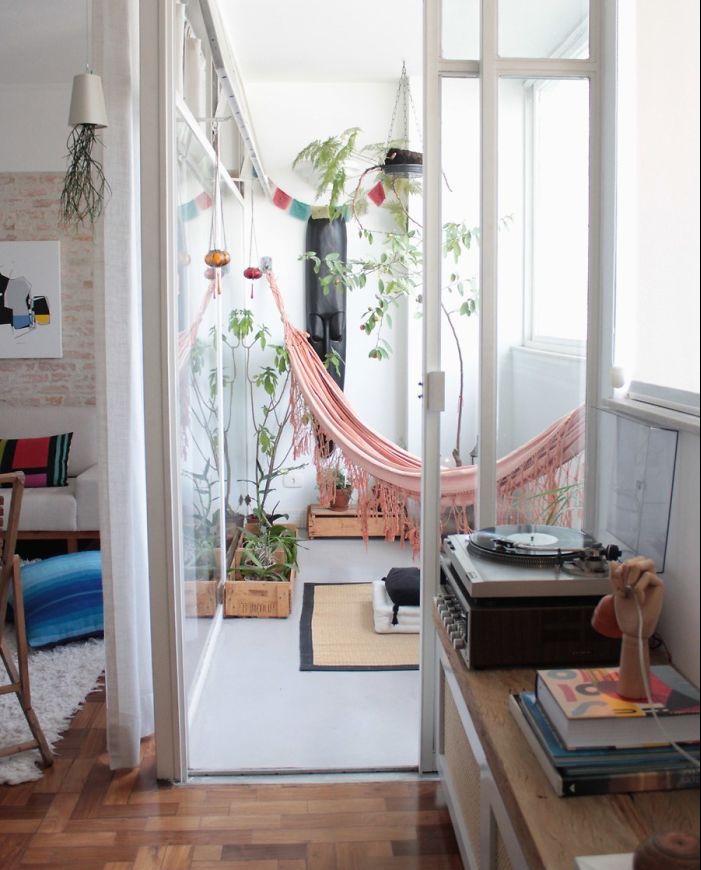 aménager un petit balcon intérieur, deco veranda fermée appartement, modele hamac rose pour salon