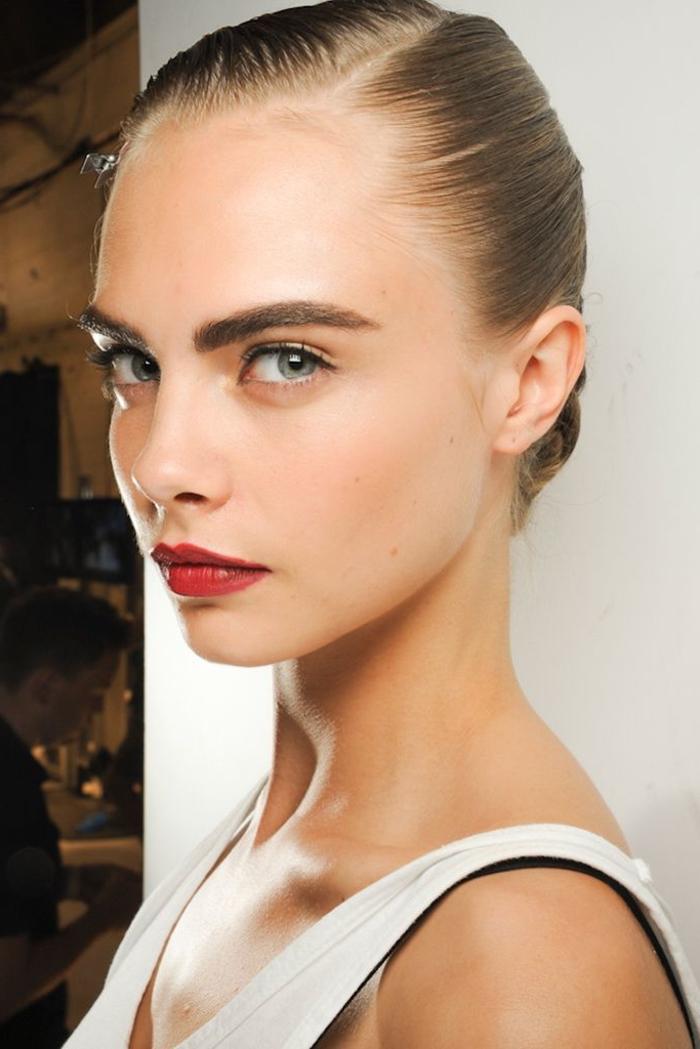 comment réaliser un maquillage sourcils épais et bien fournis comme ceux de cara delevingne