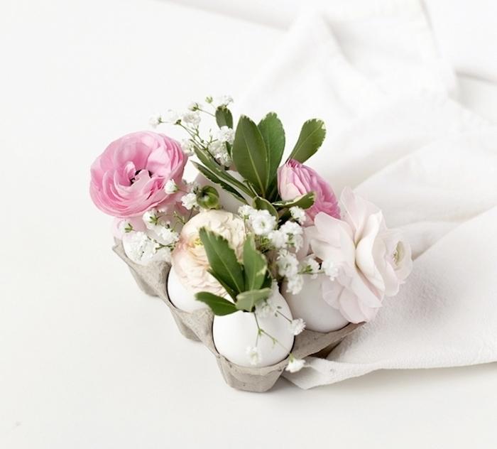 boîte à oeufs avec des coquilles transformées en vases miniatures, deco paques a faire soi meme, centre de table floral