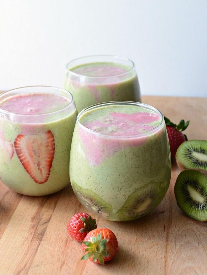 comment faire des smoothies verts que même les enfants vont adorer, recette de smoothie au kiwi, fraises, banane et épinards