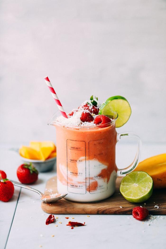 recette smoothie blender à base de mangue et fruits rouges pour une boisson délicieuse et onctueuse