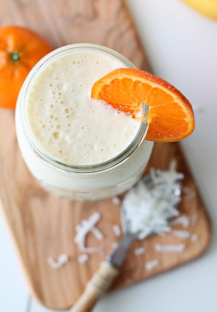 recette de smoothie tropical à la noix de coco, ananas et au jus d'orange, qu'est ce qu'un smoothie sain
