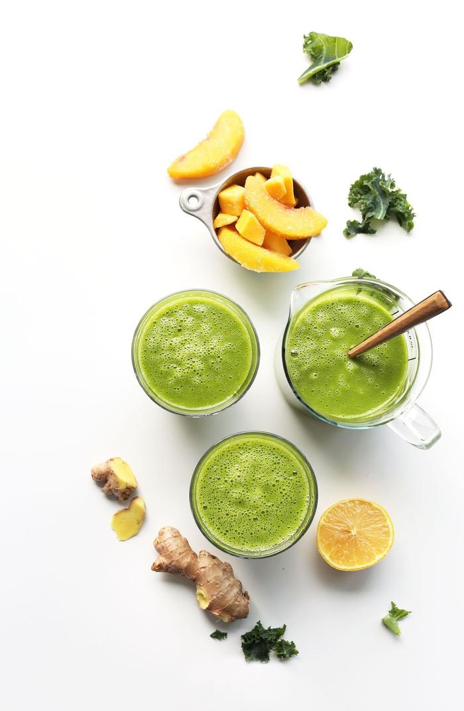 comment faire des smoothies verts pour un régime détox ou minceur, recette de smoothie vert à la mangue et chou kale