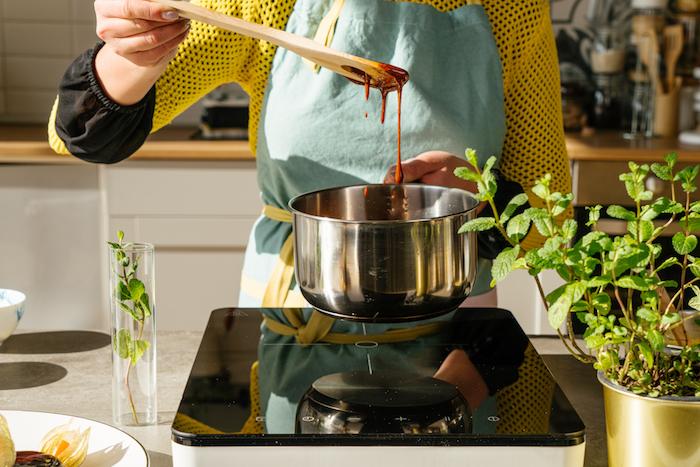 comment faire du caramel pour la recette creme au caramel maison, exemple etape pour faire dessert facile a faire et frais
