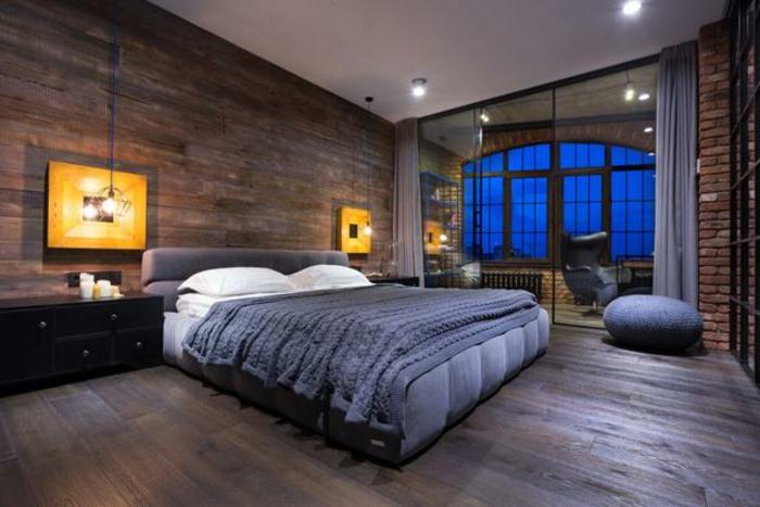 habiller un mur avec du bois, peintures lumineuses, lampes ampoules, plancher en bois,
