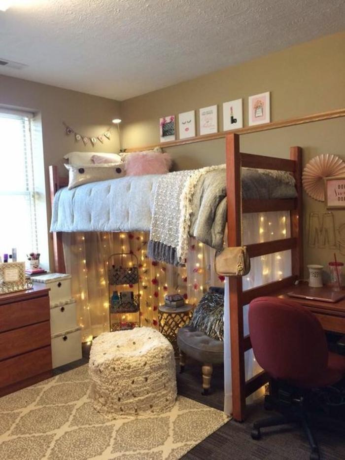 chambre d'étudiant, decoration interieur appartement, aménager une chambre de 10m2, tapis rectangulaire beige, murs en couleur olive, chaise mobile a roulettes, pouf carré
