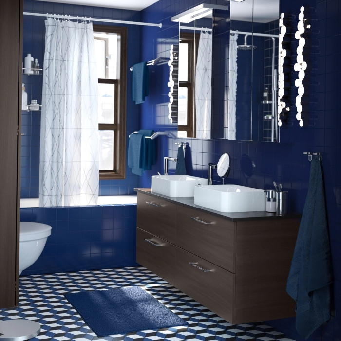 meubles sous lavabo en bois foncé, carrelage mural en couleur bleu foncé avec meubles de bois marron foncé