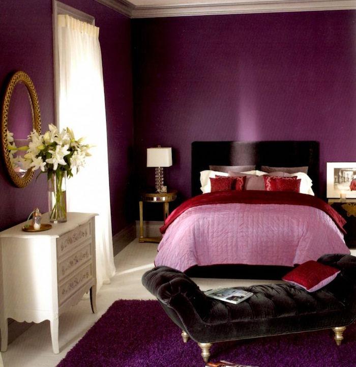 couleur chaude pour chambre, tapisserie couleur prune, décoration mauve et violet