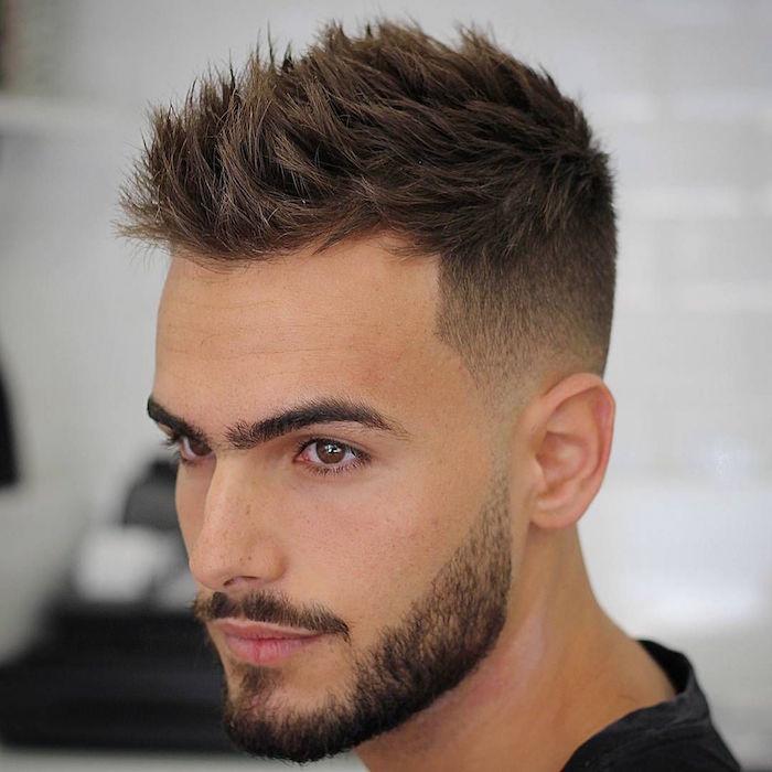 coupe garcon dégradé court, coiffure homme courte plus long sur le dessus